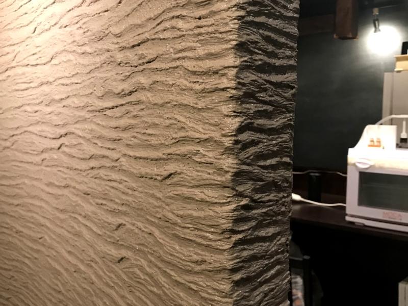 飲食店 ウッディーバーグ 自然な気をイメージしたデザイン壁